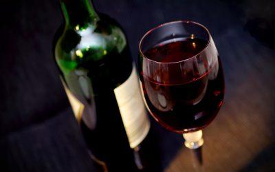 Γιατί το κόκκινο κρασί προστατεύει την καρδιά: ρεσβερατρόλη, πολυφαινόλες, φλαβονοειδή